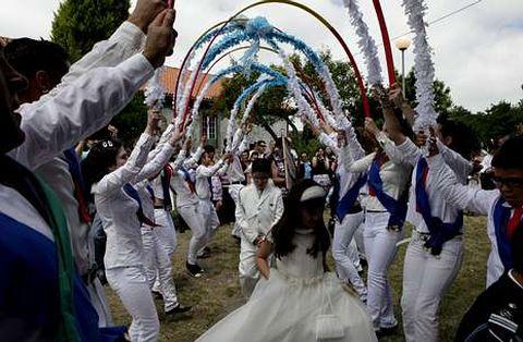 Los vecinos y visitantes de Coucieiro podrán contemplar mañana la Danza de Arcos.