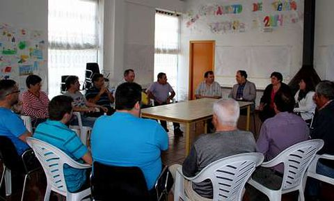 Junta vecinal y asociación de vecinos asistieron al encuentro programado por el alcalde.