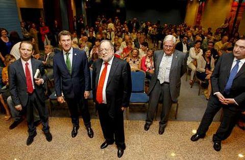 Blanco Valdés, Núñez Feijoo y Barreiro Rivas, ayer antes de la presentación del libro.