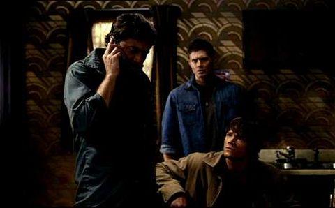 Arriba, «The Strain»; abajo los Winchester, en «Sobrenatural».