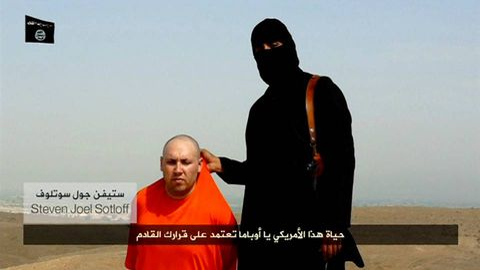 Steven Sotloff, en el anterior vídeo difundido por el Estado Islámico.