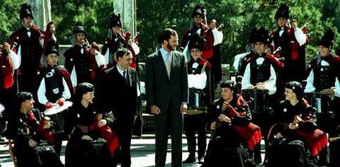 <span lang= es-es >Allariz y Vilamarín, citas en 1998</span>. A la capital provincial se sumaron en la visita del 98 la villa de Allariz y el pazo de Vilamarín, donde el entonces príncipe escuchó a la Real Banda de Gaitas.