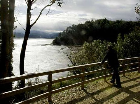 La ruta de As Aceas, que bordea parte de la ría de Ribadeo.