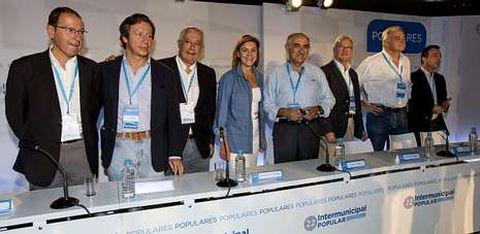Dolores de Cospedal, junto a Arenas, Floriano y otros dirigentes del PP en la Intermunicipal que el partido celebra en Murcia.