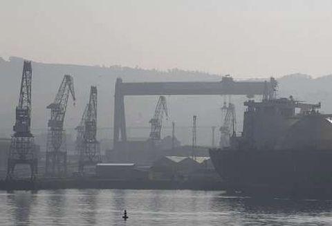 La última plataforma fabricada en el astillero de Fene abandonó la ría en el 2004.