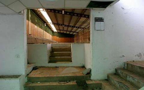 El viejo campo de tiro de Bando lleva años abandonado y presa de los actos vandálicos.