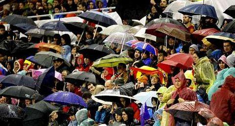 La afición cerró filas con el equipo de Del Bosque en una noche en la que Kroos se convirtió en protagonista. Los seguidores alemanes también estuvieron representados en Vigo.