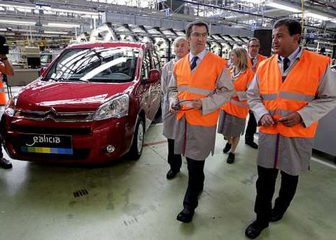 Presentación de las furgonetas eléctricas que fabrica PSA, patrocinadas por la Xunta.