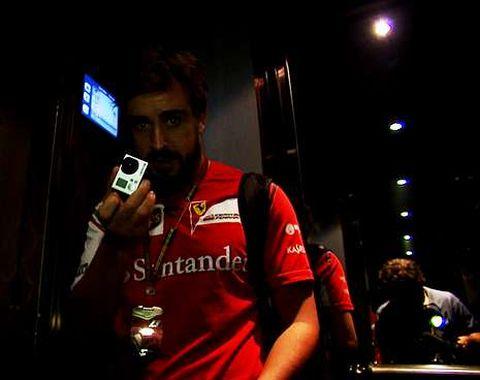 El documental incluye imágenes grabadas por Alonso.