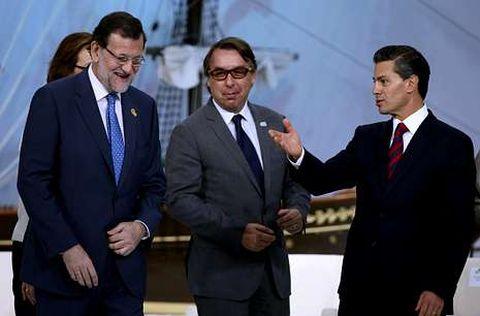 Rajoy con el presidente de Televisa, Emilio Azcárraga, y Peña Nieto en el Foro de Comunicación.