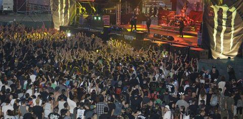 Festas, romarías e festivais, como por exemplo o Resurrection Fest, teñen unha alta capacidade de atraer e de sorprender aos visitantes.