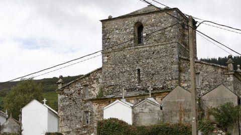 Cableado alrededor de una iglesia en As Nogais.