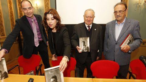 Xesús Alonso Montero y Xosé Luis Franco Grande durante la presentación del libro sobre Valentín Paz Andrade