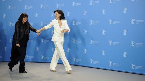 La actriz Juliette Binoche junto a la directora Isabel Coixet.