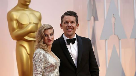 Ethan Hawke con su mujer