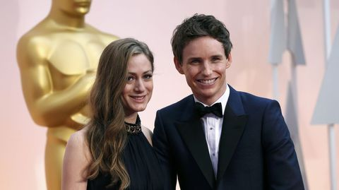 Eddie Redmayne con su mujer