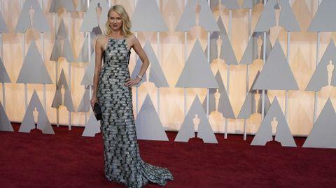 Naomi Watts con un vestido de Armani Privé