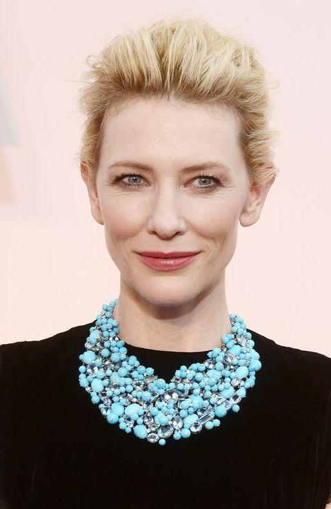 Cate Blanchett con un vestigo negro de Galliano