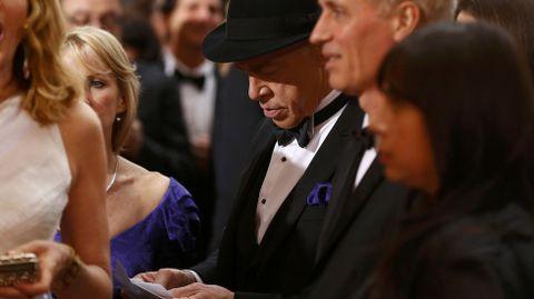 J.K. Simmons parecía repasar en la alfombra roja su discurso. Solo minutos más tarde, subía a recoger su Oscar como mejor actor de reparto. «Si tienes padre o madre vivos, ¡llámalos! No le mandes texto o email: llámalos»
