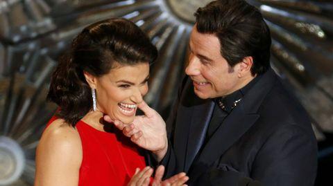 El actor también se mostró muy cariñoso con Idina Menzel, con quien presentó el Oscar a la mejór canción original