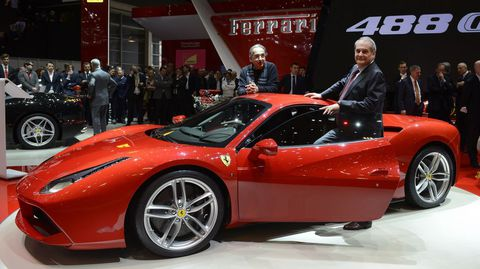 El CEO de Ferrari con el nuevo 488 GTB.