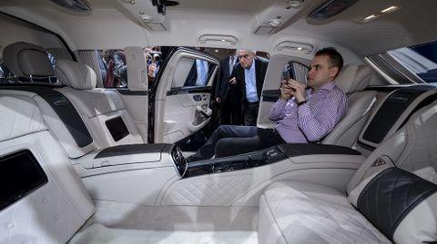 Dentro del Mercedes-Maybach S 600 Pullman, con 6.5 metros de largo.