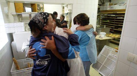 Emoción en la panadería familiar cuando David Cal se colgó el oro de Atenas.