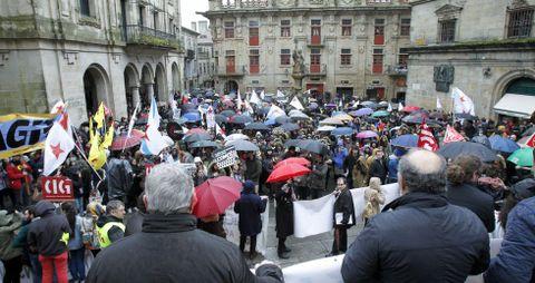 La manifestación salió de la Alameda compostelana y terminó en la praza de Praterías con la lectura de un manifiesto.