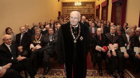 Romay, ayer poco antes de su discurso de ingreso en la Real Academia Gallega de Jurisprudencia.