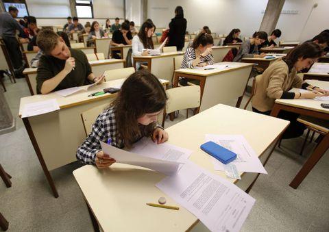 En la facultad de Ciencias se celebró la fase coruñesa de selección de los mejores alumnos de química.
