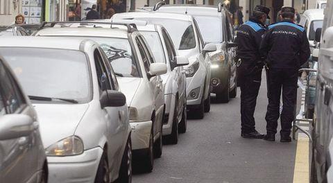 Los responsables de Tráfico alertan del envejecimiento del parque móvil gallego, pues el 40 % de los coches tienen entre 12 y 14 años.