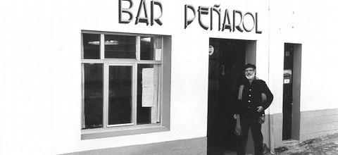 Paco Rabal en Estaca de Bares, en el bar que regentaba en el filme.