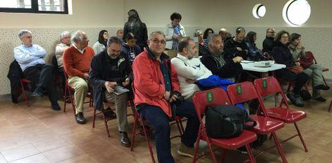 Asistentes a la presentación del proyecto del geoparque, ayer en el nuevo centro juvenil de Cedeira.