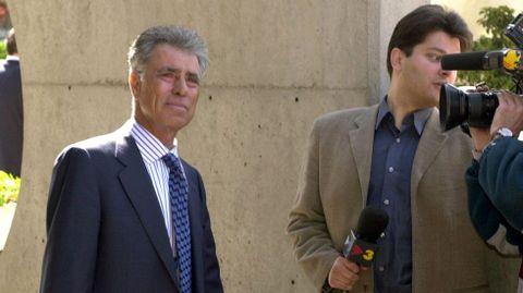 Jesús Hermida, en el año 2001, durante su visita a la capilla ardiente del presidente del Grupo Zeta, Antonio Asensio.