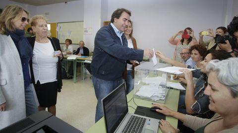 Carlos Negreira vota en A Coruña.