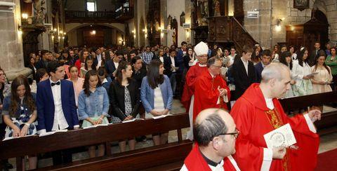 Las confirmaciones de la Unidad Pastoral de Viveiro tuvieron lugar en la iglesia parroquial de San Francisco, con más de 50 chavales.