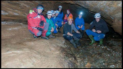 Los espeleólogos en la llamada Galería do Río, una de las principales secciones de la gruta