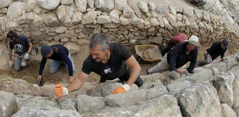 El equipo de arqueólogos trabajó en la parte norte del sistema defensivo, que no se había excavado en profundidad.