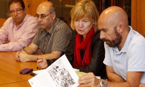 Los representantes de Alternativas na Xustiza explicando el informe elaborado sobre Lugo.
