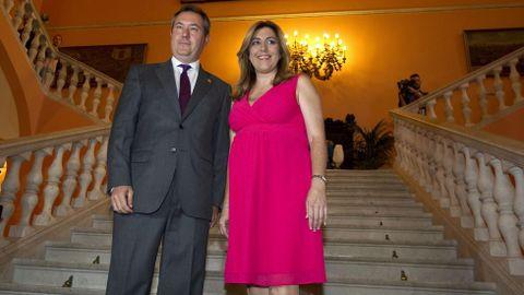 Juan Espadas junto a Susana Díaz, momentos antes de ser proclamado alcalde de Sevilla en el 2015.