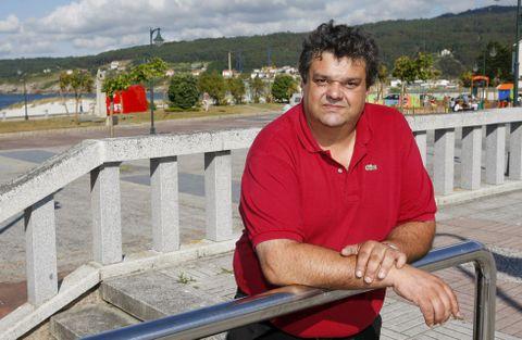 O rexedor laxense, José Manuel Mouzo Castiñeira, posa xunto ao paseo marítimo do casco urbano.