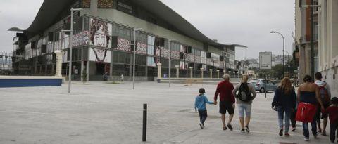 La reforma del entorno de la Marina permitió integrar el centro comercial retirando los muros del recinto portuario.