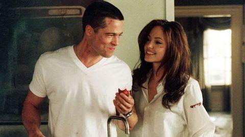 Brad Pitt y Angelina Jolie es una de las parejas favoritas de Hollywood. Se conocieron en 2005 durante el rodaje de «Sr. y Sra. Smith», lo que hizo que él rompiera su matrimonio con la también actriz Jennifer Aniston. Actualmente están casados y tienen seis hijos.