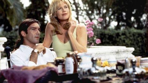 Antonio Banderas y Melanie Griffith se conocieron en 1995 en el rodaje de la película «Two Much». Ahora, tras veinte años y una hija juntos, han decidido romper su matrimonio.