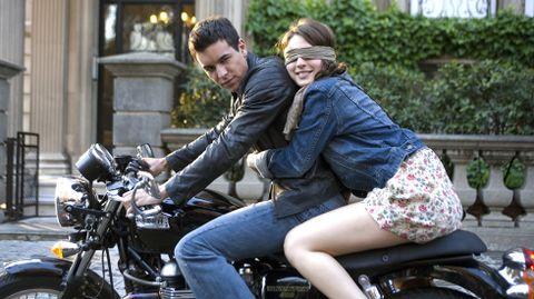 Mario Casas y María Valverde protagonizaron el amor adolescente de «A tres metros sobre el cielo» en 2010 y se enamoraron en la vida real. Rompieron el año pasado tras cuatro años de relación.