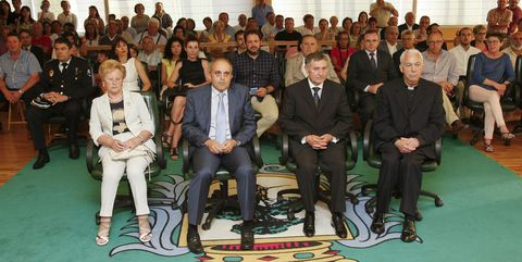 De izquierda a derecha, Josefina Balboa, Luis García, Jesús Cobas y Jesús Antelo, ayer, en el salón de plenos carballés, donde se celebró la ceremonia.