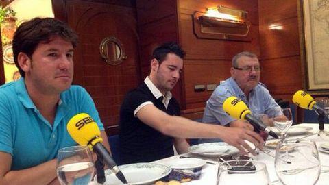 Lucas (izquierda) y Pedrito, en una entrevista conjunta del exfutbolista y los cantantes.