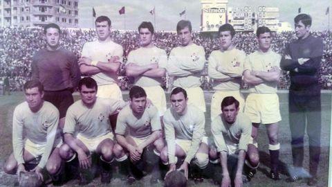 Pedrito (de pie, el segundo comenzando por la izquierda) militó en el Celta durante ocho temporadas y luego siguió ligado al club como técnico de la base e incluso del primer equipo.