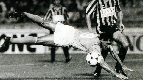 Pichi Lucas, en un partido de la temporada 1981/1982, en la que nació el hijo de Pedrito que  tomó su nombre de él.