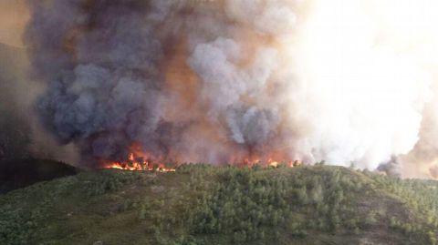 El poder devastador del fuego se hace especialmente visible desde el aire